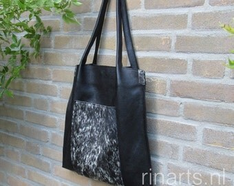 Tote bag Rinarts in black Italian leather and cow hide front pocket. Handle pleated bag. Last one of this series. SUMMER SALE