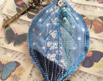 Textile leaf key ring (blue)