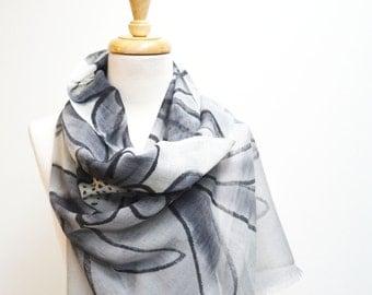 Silk and Wool Scarf / Grey Flower