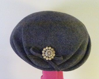 1940s Grey Wool Felt Tilt Hat with Rhinestone Broach