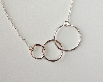 3 Circles Silver Necklace- Silver Circle Necklace Minimalist Necklace -Simple Necklace Simple -Modern Necklace Modern Linked Circle Necklace