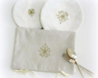 Collection picnics linen and its embroidery golden sheet.