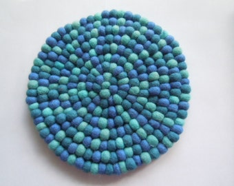 Felt coaster made of colorful felt balls