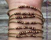 Copper Metallic Beaded Charm Bracelet with gold plated charms - Semanario pulseras color cobre metalicas color oro con dijes chapa de oro