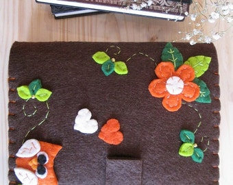 Felt Kindle case with Owl and Flowers and Leaves  - Felt case for ereader - Gift for Bookworms - Felt cover for Kindle