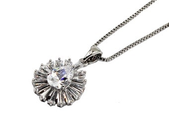 Elegant lady white crystal necklace