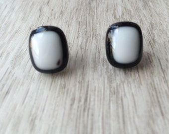 SALE ,Black and white stud earrings, small earrings studs, small stud earings, boucles d'oreilles