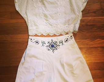 Vintage white shorts/high waisted/Medium