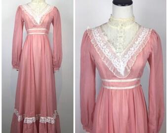 Vintage 70s dress / 1970s dress / Gunne Sax / Boho dress / maxi dress / hippie dress / pink dress / lace details / Lolita Steampunk M1368