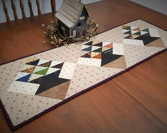 Quilted Basket Table Runner / Quilted Table Runner / Quilted Table Runner