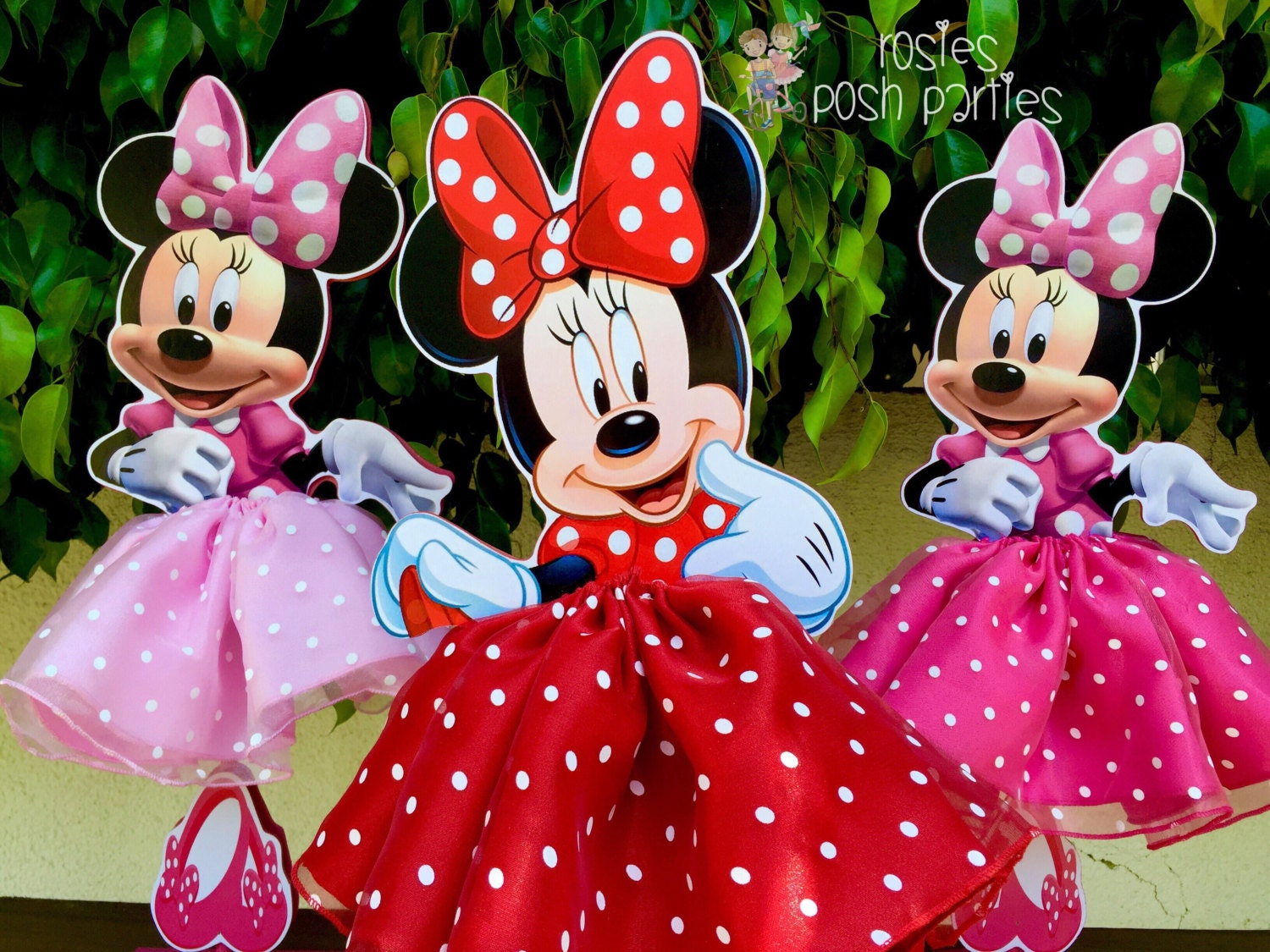 Minnie mouse birthday decoration tutu pink or red wood table for Baby minnie mouse party decoration