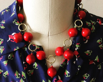 1930s novelty necklace made of wood.