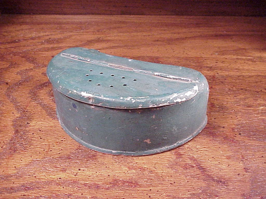 Vintage fishing worm bait box for the belt painted green for Fishing worm box