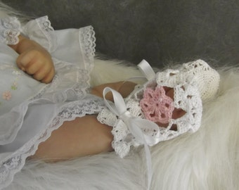 Crochet Booties,Girls,Newborn,White Booties, Cotton,Victorian Booties,Lace Booties,Shoes,Girl's Shoes, Crib shoes,Pink