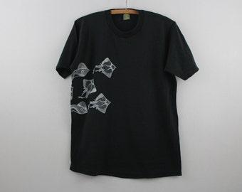 vintage black CAYMAN ISLANDS manta rays / souvenir shirt / tee / t shirt >> large <<