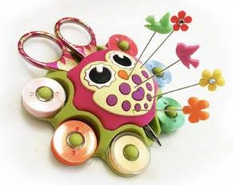 Sewing caddy, owl, suction cup, holds 6 bobbins, small scissors & bunch of pins