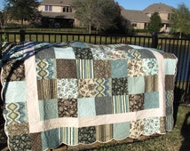 """Majestic Palm Queen Sized Quilt 84"""" x 98"""" with Scalloped Border - Price Reduced!!"""