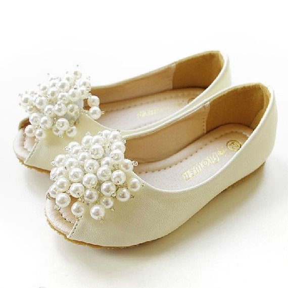 Free shipping on flower girl shoes & accessories at paydayloansboise.gq Shop for flats, sandals, sashes, headbands & more. Totally free shipping & returns.
