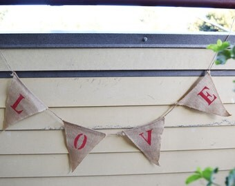 Love Burlap Triangle Flag Pennant Banner (5 Ft) - 12FGBUNTBL-LO