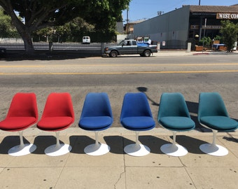 Set of 6 fiber glass chairs by Knoll with bright authentic upholstery
