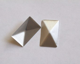 2cm x 1.2cm Silver Pyramid Hotfix|Rectangular Pyramid Hotfix|Rectangle Hotfix | Pyramid Glue On|Hot fix Studs|Rectangular Pyramid Studs V100
