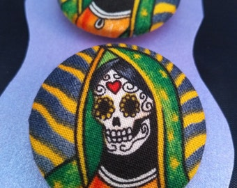 Hand covered pair of sugar skull buttons 38mm