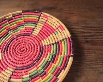 vintage 80's handwoven basket // graphic basket // handwoven plate // vintage raffia plate