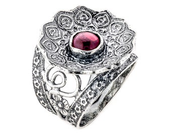 Silver garnet ring, Garnet ring, Flower ring, Womens silver ring, Floral ring, Gemstone ring, Unique silver ring, handmade