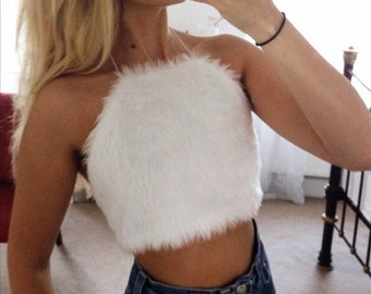 SUPER CUTE!!!! white faux fur fluffy halter neck crop top - size uk small uk 6/8 a-b cup 30/32