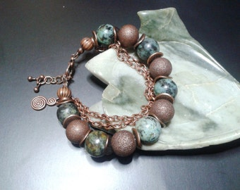 Elegant bohèmo/ethnic bracelet, African turquoise and copper metal.