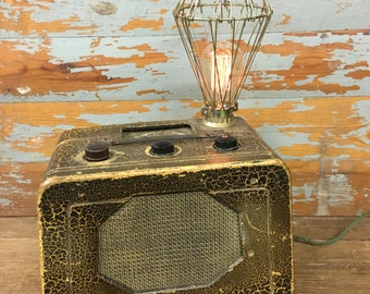 Vintage radio table lamp with radoi valve style bulb