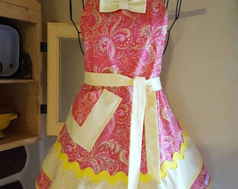 """ON SALE: Custom designed Sassy Sisters style 'Pink Lemonade"""" woman's hostess and/or cooking apron."""