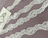 Ivory lace Trimming French Lace Chantilly Lace Bridal lace Wedding Lace White Lace Veil lace Scalloped Floral lace Lingerie Lace by the yard