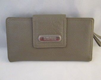 Ladies Kenneth Cole Reaction Taupe Geniune Leather Wallet.