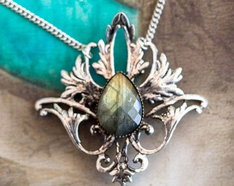 """Elven necklace """"Elwing"""" faceted Labradorite - Silver Collection - Art pattern"""