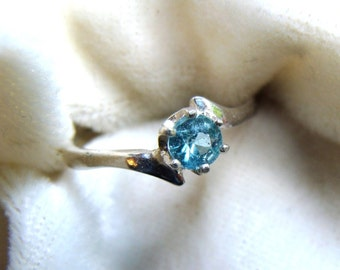 Apatite Solitaire Ring in Sterling Silver - Swimming Pool Blue