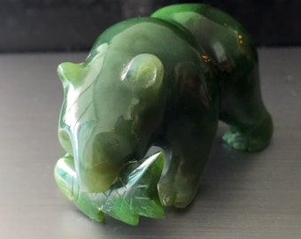 Nephrite jade Grizzly Bear carved Figurine item536