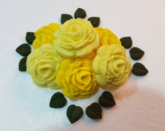 12 x Mix Colour Edible Sugar/Gumpaste Roses with Leaves/ Decorations/ Cake/Cupcake Topper