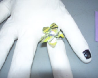 Marbled Flower Ring Size 6.5 Yellow/Silver/Black