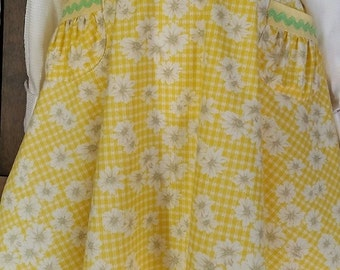 Half Apron with Gathered Pockets and Rick Rack Trim