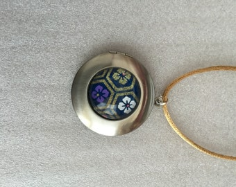 L.04 Locket Pendant with Japanese Mon Pattern Chiyogami under Glass Dome