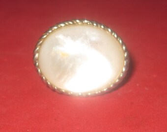 Vintage ring mother of pearl 8 3/4