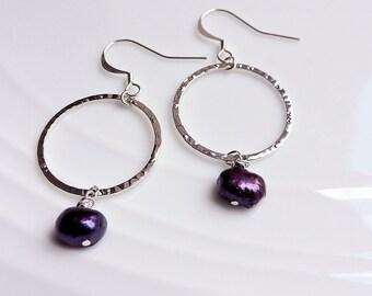 Purple Pearl & Silver Hammered Hoop Hook Earrings - Freshwater pearl, dark amethyst plum wedding bridal silver ring circle earwire earrings