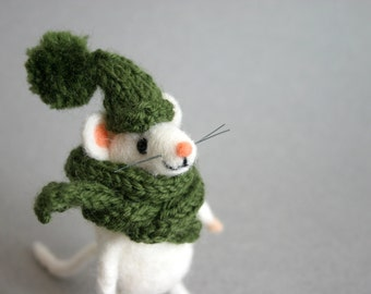 Felt mouse with hat, Holiday figurine, Winter mouse figurine, Needle felted freezing mice, Funny white mouse, Mice figurine