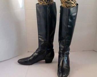sz 8 aa vintage FERRAGAMO black leather boots made in ITALY
