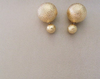 S A L E ••• PEARLA Dbl Studs in Gold Grain