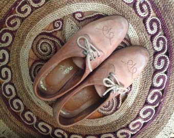 Vintage 1970's Village Cobbler women's oxfords