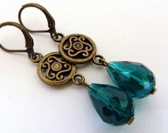 Earrings vintage ornament Green
