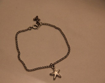 Silver chain bracelet with starfish charm