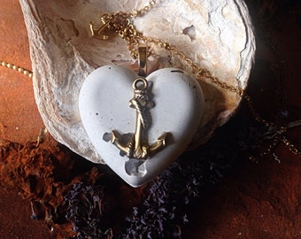 Pure Love. Concrete heart. Anchor necklace pendant. Cement. White grey gold toned. Minerals. Berg crystal. Romantic urban vintage style